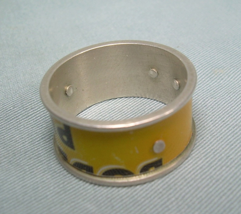 BODDINGTONS PUB ALE Beer Can Band Ring Size 6-34 to 7 Vintage Sterling Silver Yellow Black Enamel Label-Manchester England Memorabilia-2764