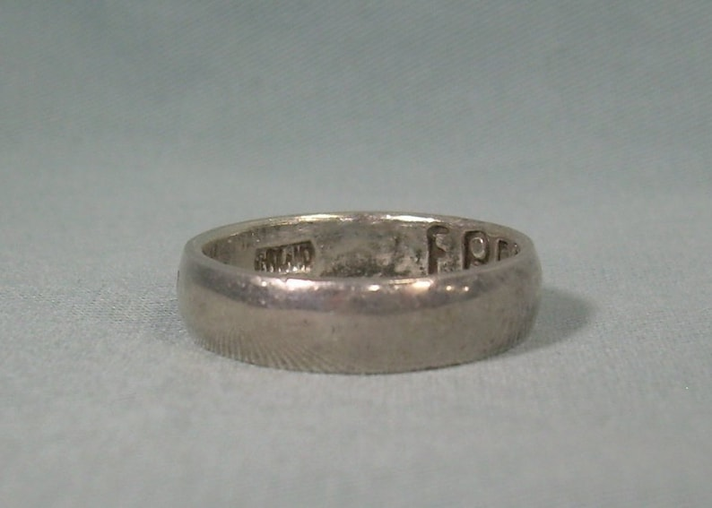 """STERLING SILVER /"""" LOVE /"""" JAPANESE ETCHED RING SIZE 7 MARKED TMA THAILAND ****"""