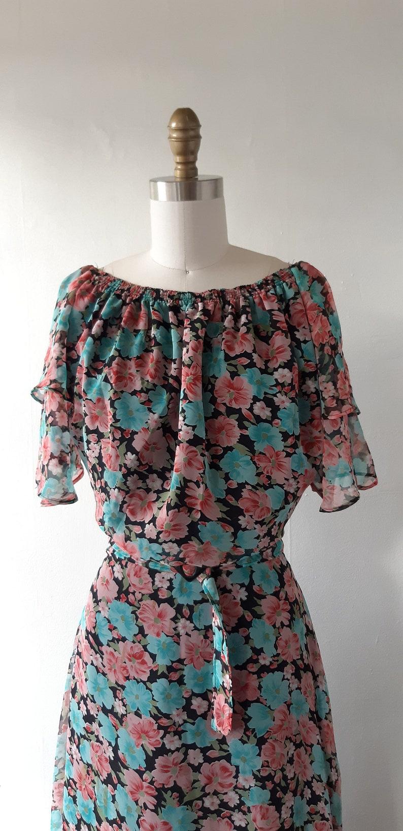 size medium vintage 1970s floral dress vintage 1970s floral print chiffon dress with flutter sleeves 70s does 30s floral dress