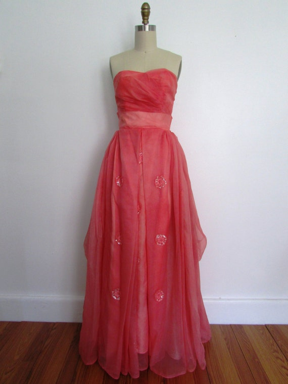 vintage 1950s pink sweetheart neckline party gown