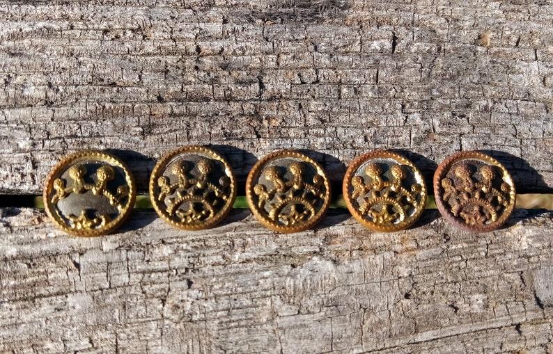 d4b41d2f182 Victorian Buttons   Gold Color   Interesting Star Design