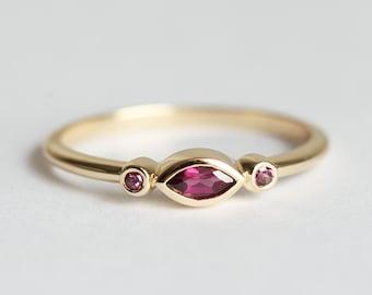 January Birthstone, 14k Gold Ring, Garnet Wedding Band, 18k Engagement Ring, Three Stone Ring, Simple Minimalist Ring, Dainty, MinimalVS