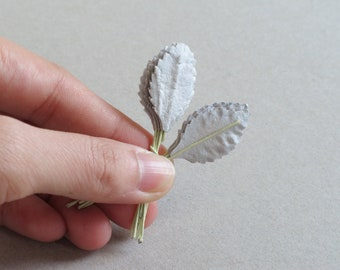 50 Mini Light Silver Grey Paper Leaves [XS] - Embossed rose leaves with wire stems - Made of mulberry paper - Perfect match with 15mm roses