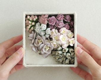 Lilac & Grey Paper Flower Gift Set - Assorted flowers and mini card set - Made of mulberry paper - Box with lid included
