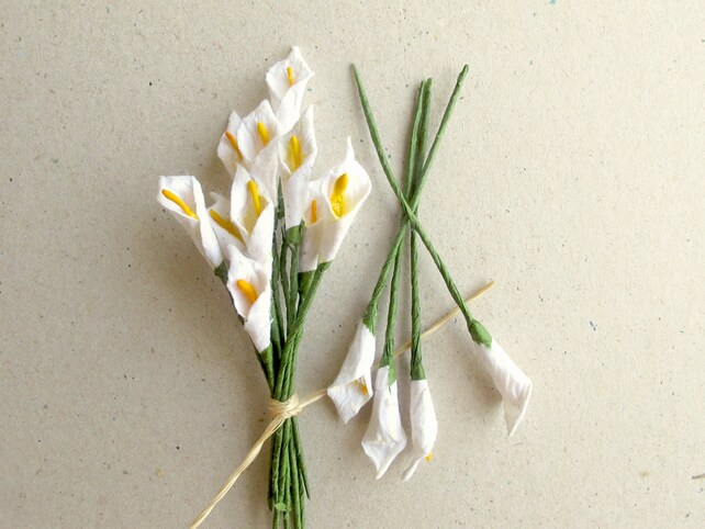 Mini calla lilies 10 white mulberry paper flowers with wire etsy image 0 mightylinksfo