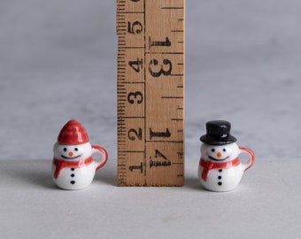 Miniature Snowman Mugs for Dollhouse - 1 pairs of red snowmen with hats - Scale 1:12