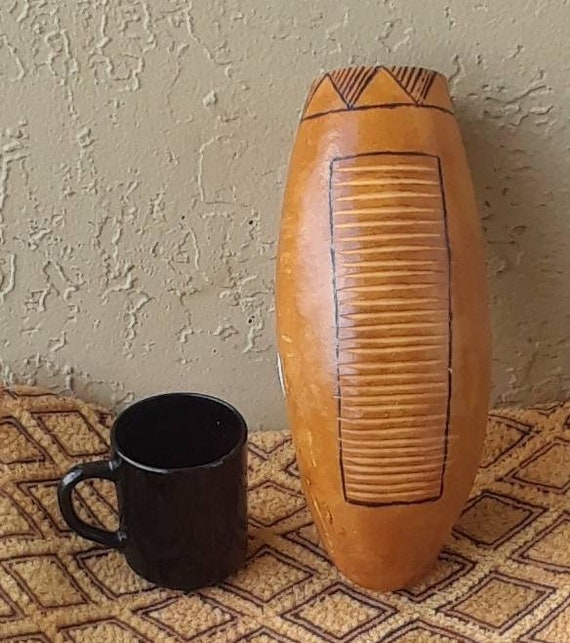Guiro: Latin American-style gourd rasp (medium-large)