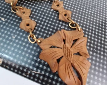 ART DECO VINTAGE 1940's carved wood and brass choker necklace