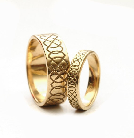 Celtic Wedding Ring Set Engraved Design in 10K 14K 18K Gold, His and Hers Wedding Bands, Platinum or Gold, Handmade in Custom Ring 749