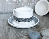 "Hand-painted vintage cup & saucer, set ""somewhat angular"", black and white"