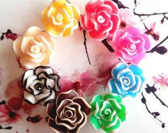 8 perles fleurs en pâte polymère, 8 coloris, 17mm environ