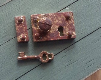 1/12th rusty door lock and key