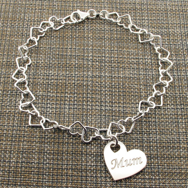 15fe73a21dd39 Personalised Silver Heart Bracelet - CHOICE of Mum Mom Aunt Sister or Own  Word- Love Heart Charm Bracelet - Gift for Her Sister Aunt