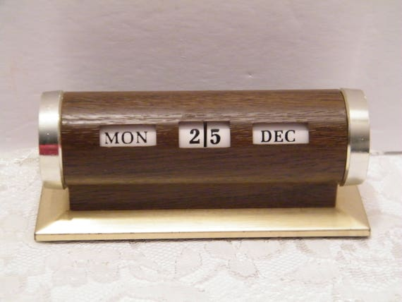 Calendrier perpétuel pour la maison ou au bureau bureau métal