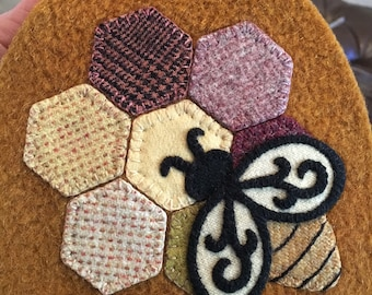 Bee Honey Bee Needle Book Wool Appliqué Kit TRADITIONAL COLOR WAY