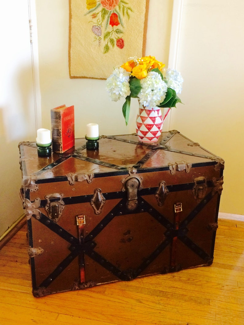 Phenomenal Antique Steamer Trunk Coffee Table Brass Leather Details Metal Trunk Steampunk Trunk Table Retro Storage Farmhouse Decor Pirate Toy Chest Pdpeps Interior Chair Design Pdpepsorg