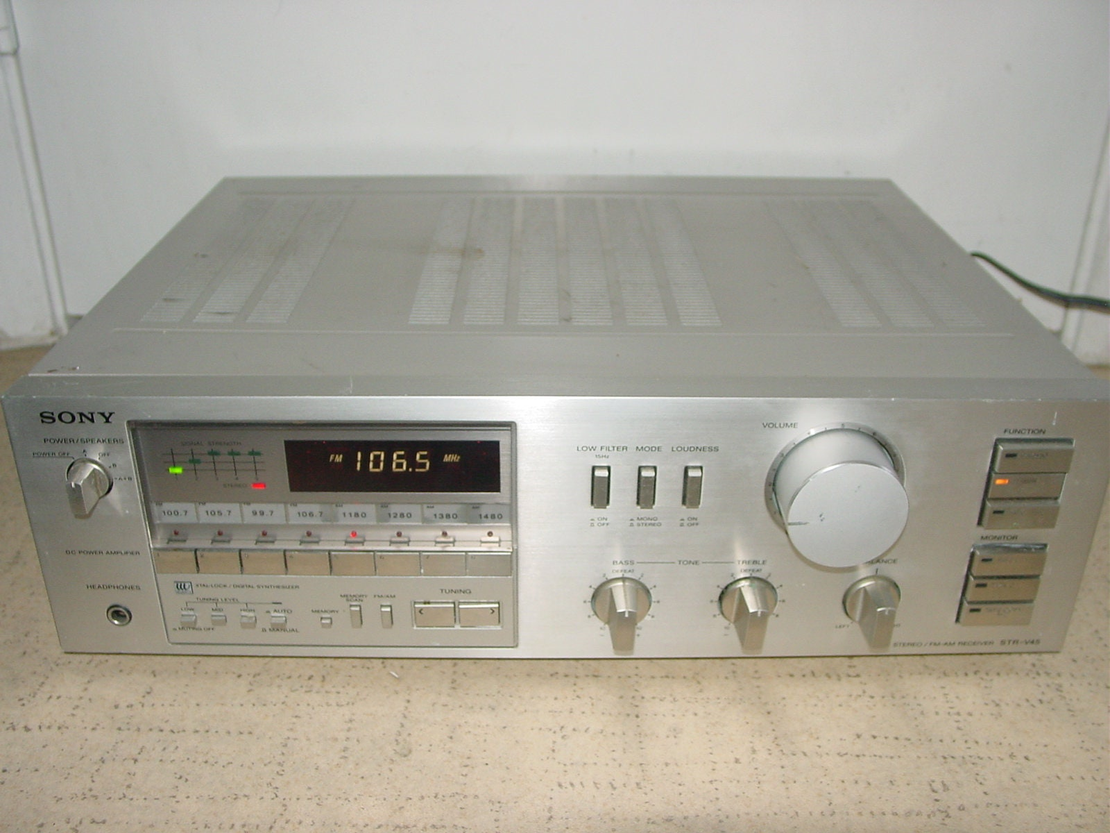Sony STR-V45 Xtar-Lock Digital AM/FM Stereo Receiver Vintage Audio Japan