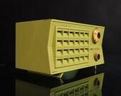 Vintage Mid-Century Modern Space Age Green Rustic Radio