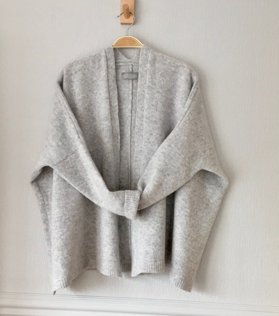 Cardigan Soft merino lambswool in silver grey, edge to edge boxy cardigan (no buttons)