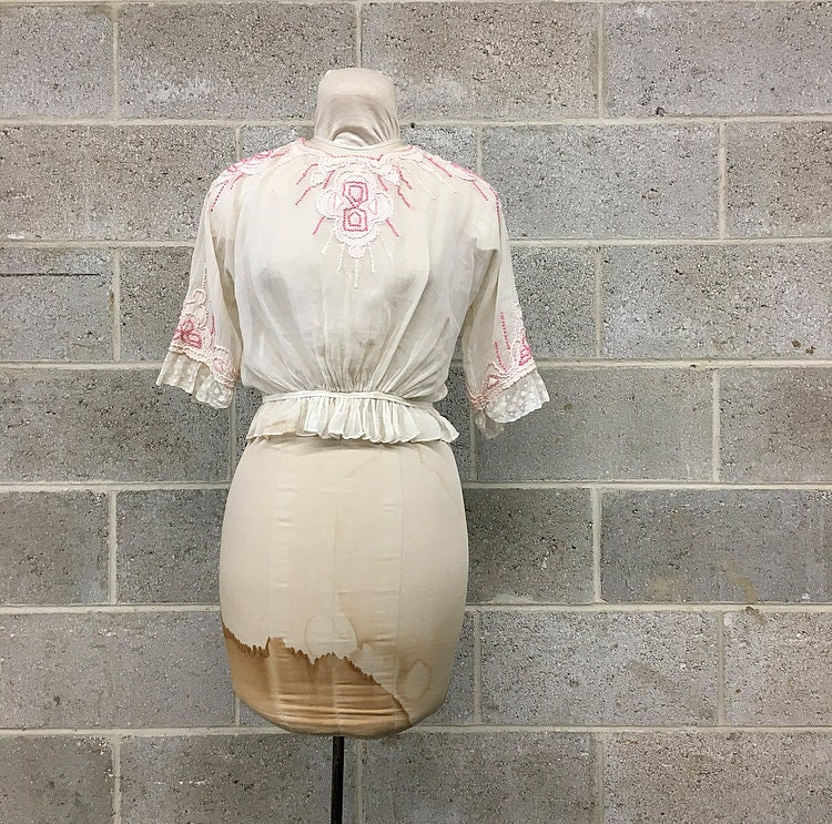 7ff2b41e55e Vintage Embroidered Peasant Blouse Retro 50 s White and