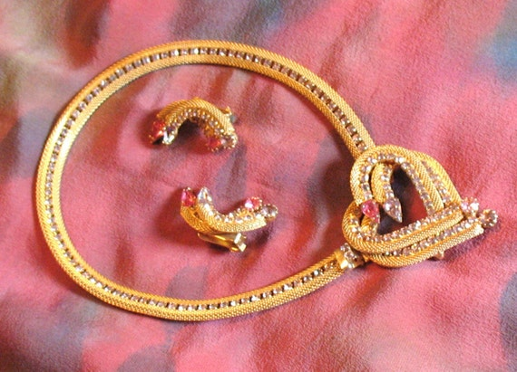 HOBE Necklace and Earrings with Detachable Brooch,