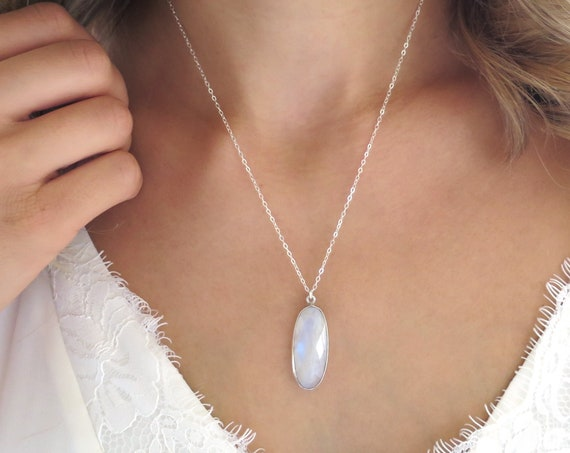 Delicate Oval Moonstone Pendant Necklace