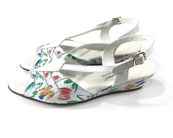 1c7a41f17aa0b8 Size 8 Vintage 1940s shoes Womens 40s sandals 1950s wedges wedgelings jack  roger white floral print easter fashion 7.5 7