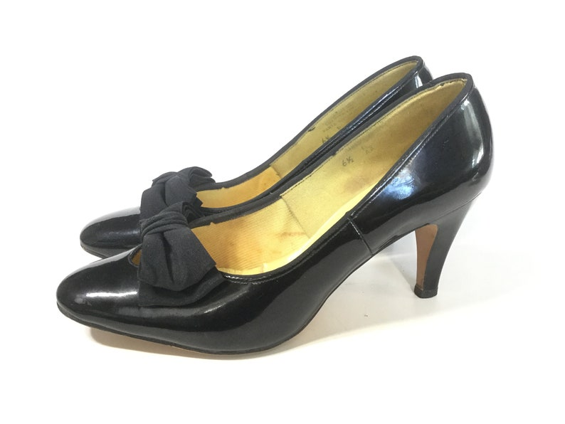 4f9585a0d1e Size 6.5 6 Black 1960s shoes 60s shoes 1960s heels bow 60s