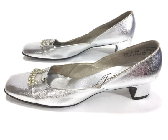 Womens Size 9 Vintage 1960s Shoes silver shoes wed