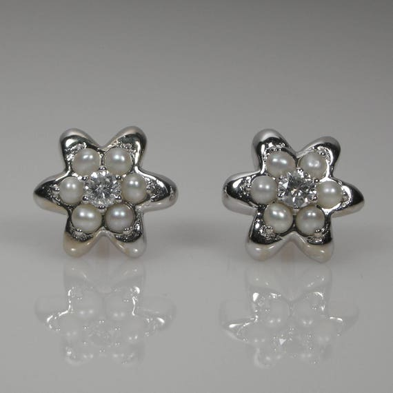 1373420cc2c93 Flower Diamond & Cultured Pearls Stud Earrings 18k White Gold