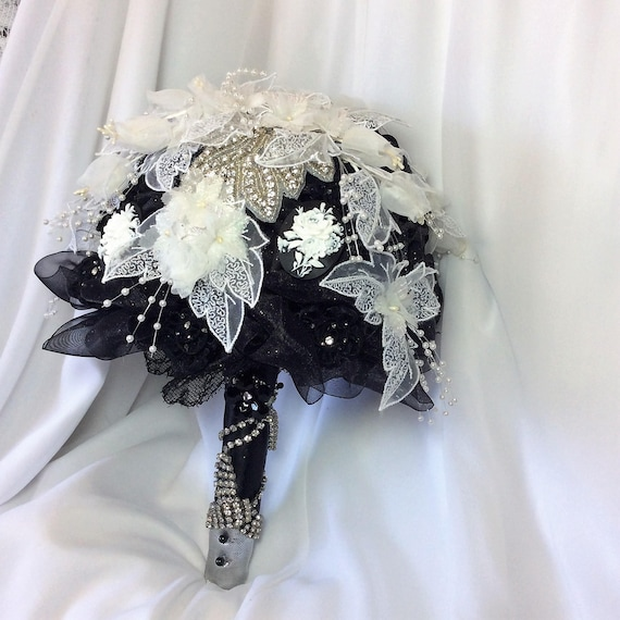 Bouquet Sposa Nero.Nero Bouquet Da Sposa Bianco Bouquet Matrimonio Fiori Etsy