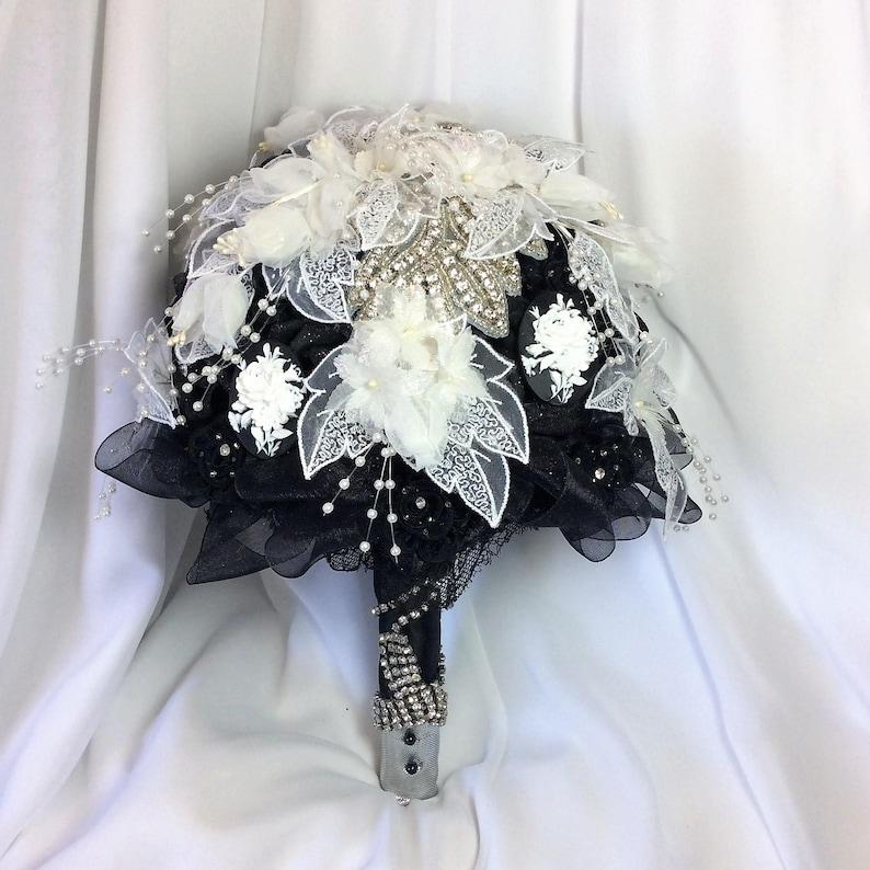 White and Black Bouquet Bridal Flower Bouquet Black Wedding Bouquet Rhinestone Bouquet Jewelry Bouquet Gothic Bridal Bouquet Wedding Flowers