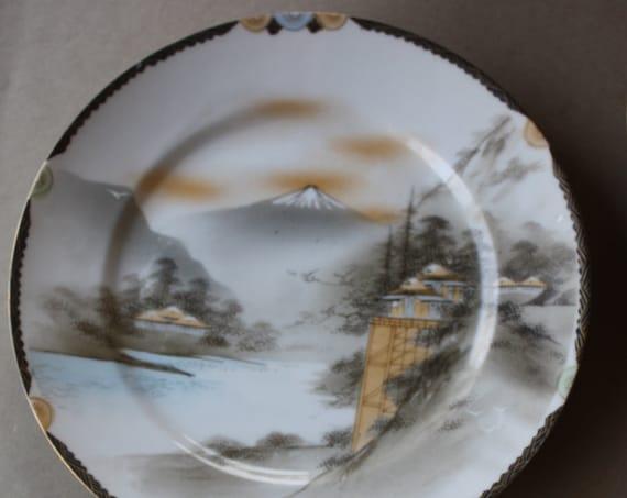 Three Art Deco Japanese Plates with Nichi Hon Mark, Late Meiji to Taisho Period