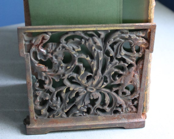 Art Nouveau, Cast Iron with a Brass-Toned Finish Expanding Bookends