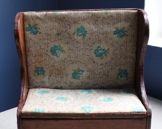 Upholstered Toy Settle Bench