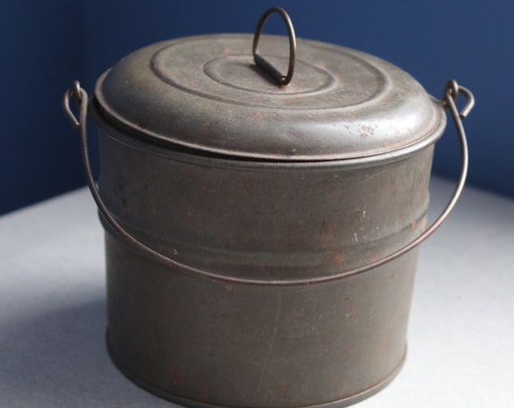 Tin Berry Pail with Scoop