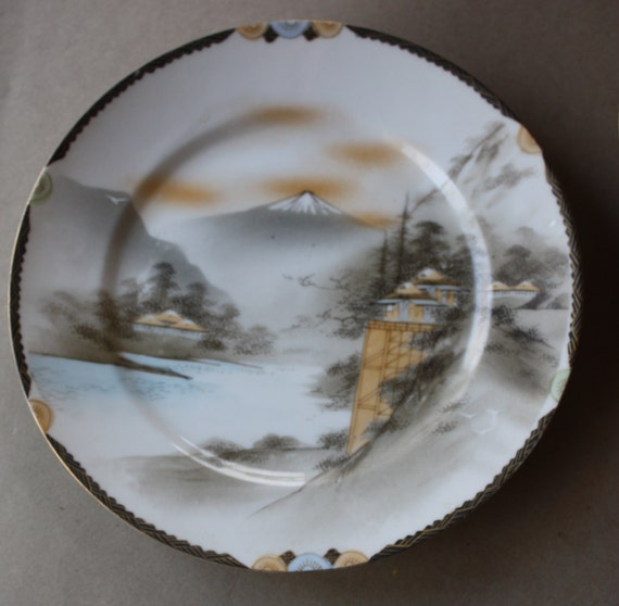 Three Art Deco Japanese Plates with Nichi Hon Mark, Late Meiji to Taisho Period