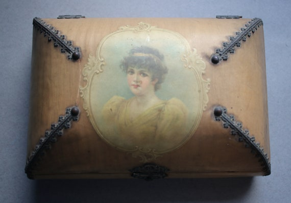 Antique Handkerchief Box with Handkerchiefs