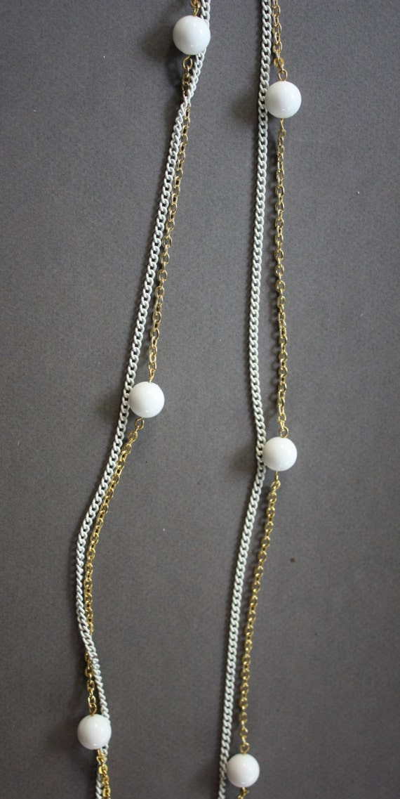 Long 1960s Gold and White Chain Necklace
