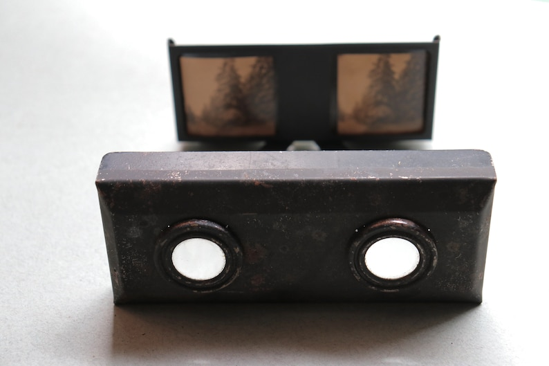 Antique German Collapsible Stereoscopic Viewer with Images in image 0
