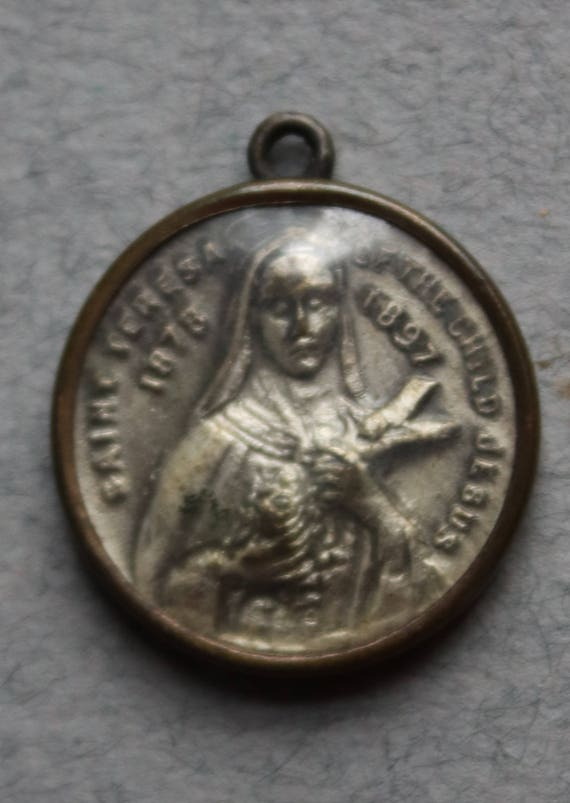 Saint Teresa of the Child Jesus Religious Medal