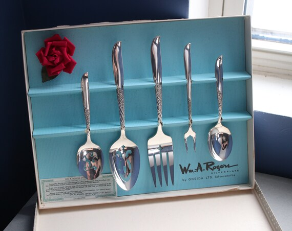 William A. Rogers Silverplate by Oneida LTD. Silversmiths Hostess Set in Wildwood Always