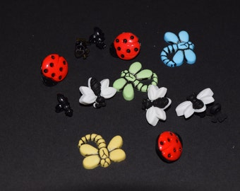 FREE SHIPPING Scrapbook craft embellishment buttons insect ladybug dragonfly 12 count