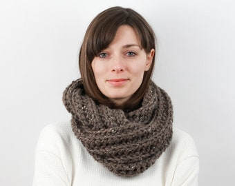 Chunky Knit Infinity Scarf, Wool Blend | THE AMSTERDAM in Barley