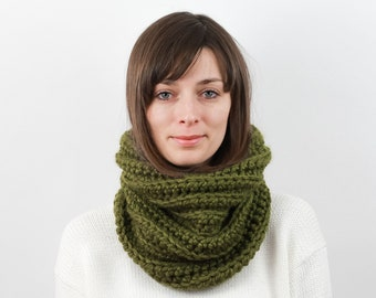 Chunky Knit Cowl Scarf, Wool Blend | THE STRASBOURG in Evergreen
