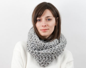 Chunky Knit Infinity Scarf, Wool Blend | THE VIENNA in Earl Grey