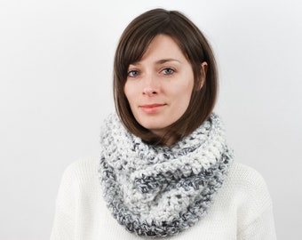 Chunky Knit Infinity Scarf, Wool Blend | THE VIENNA in Avalanche