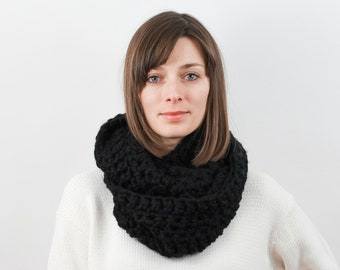 Chunky Knit Infinity Scarf, Wool Blend | THE VIENNA in Black