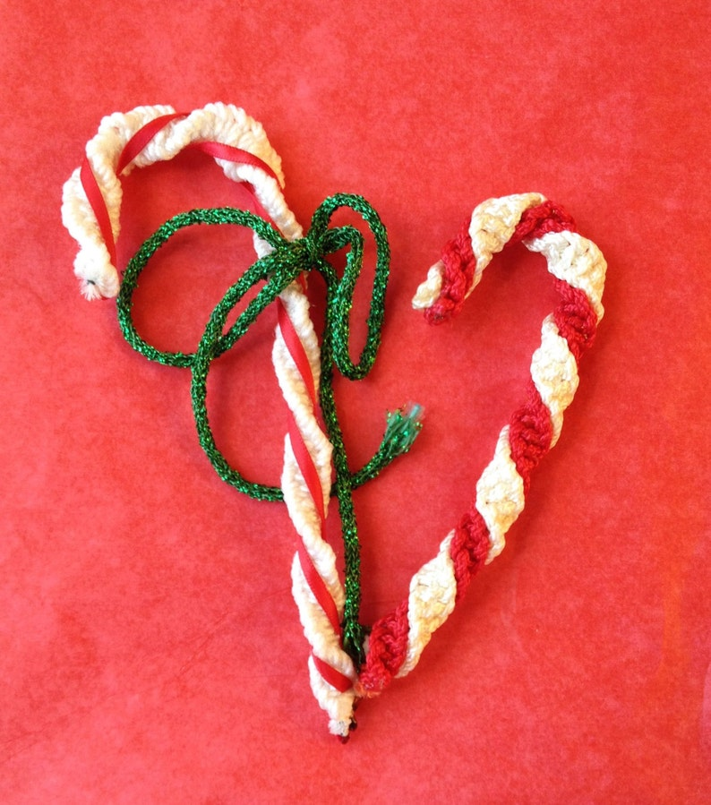 Vintage Christmas Candy Canes Red /& White Braided Floss Yarn On Pipecleaner Holiday Ornaments Decorations