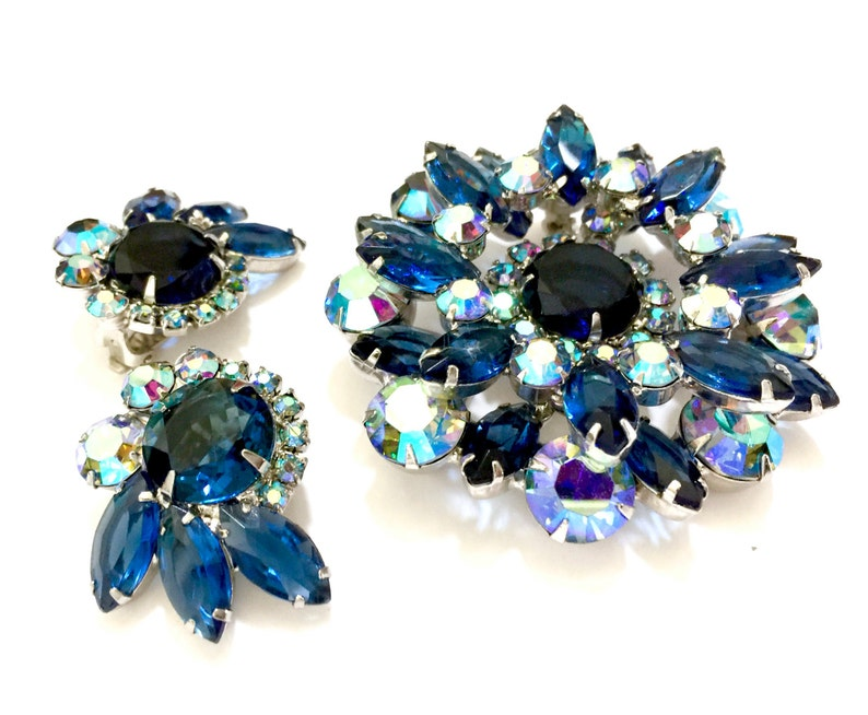 Juliana D/&E Demi Parure Sapphire Rounds Marquise Rhinestones Brooch and Earring Set Wedding Jewelry Gift for Her Aurora Borealis Accents